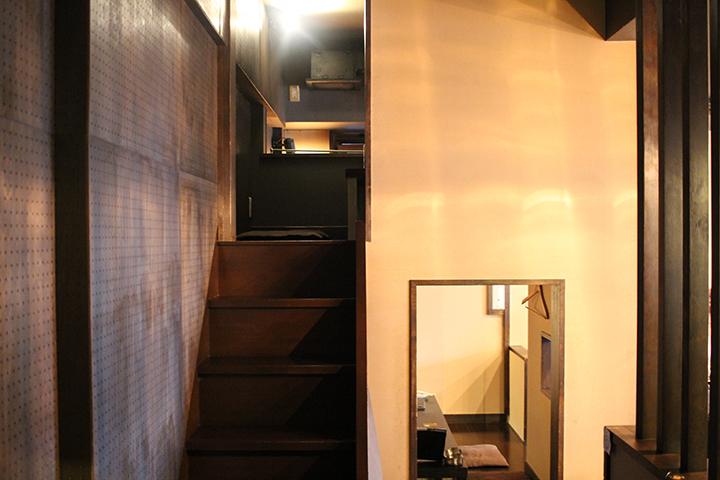 【町屋】ROJI 階段を登ると